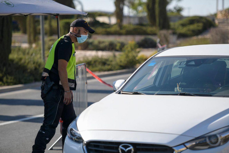 חריש | צפו: חולה קורונה נעצר ברכבו – כשהוא מסיע נוסעים ללא מסיכה